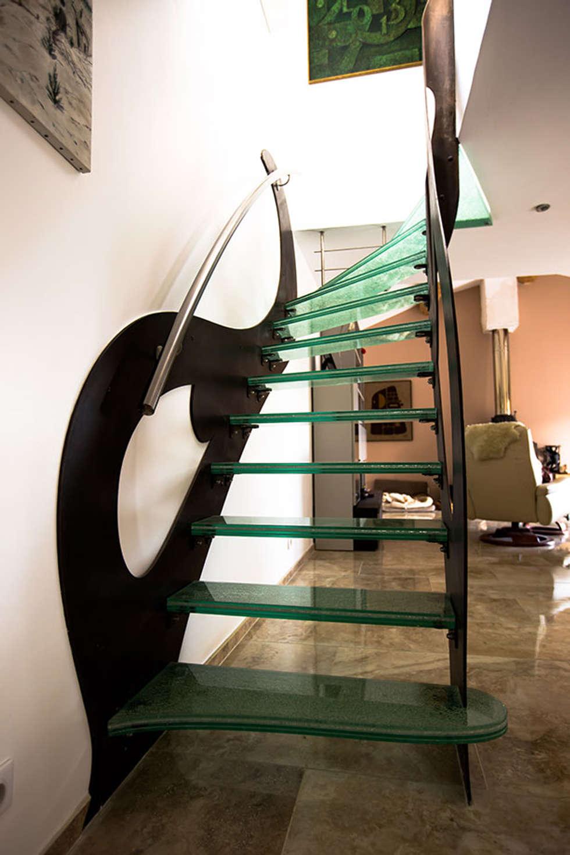 Escalier en verre : Couloir et hall d'entrée de style  par Passion Bois