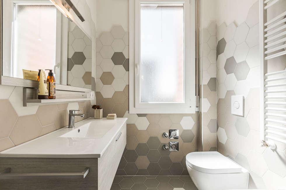 Bagno: Bagno in stile in stile Moderno di Facile Ristrutturare