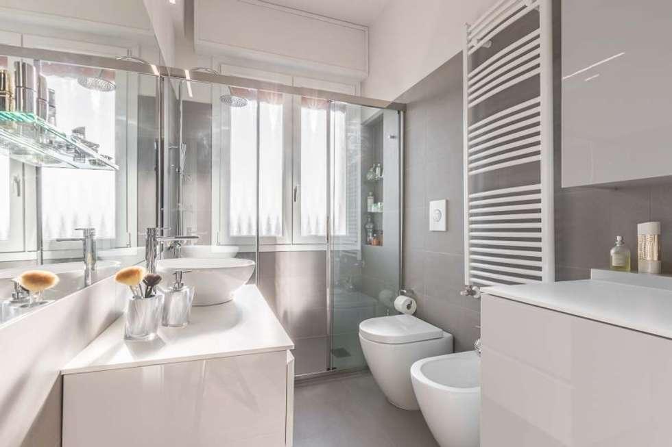 Bagno con piastrelle rettangolari orizzontali sui toni del - Piastrelle design moderno ...