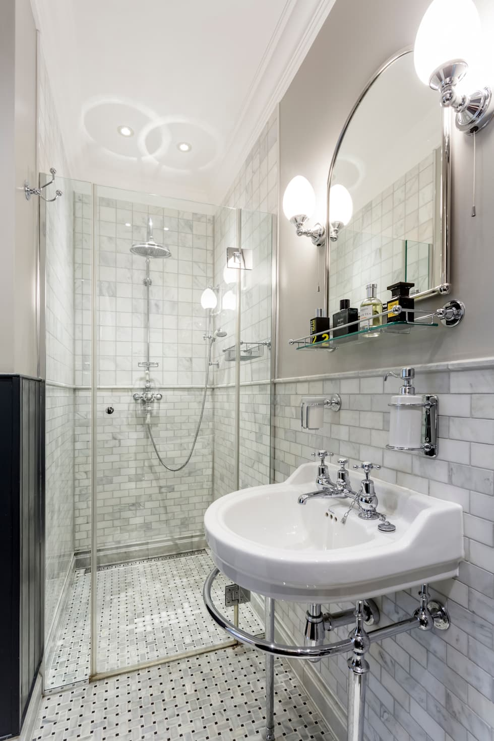 classic Bathroom by GK Architects Ltd
