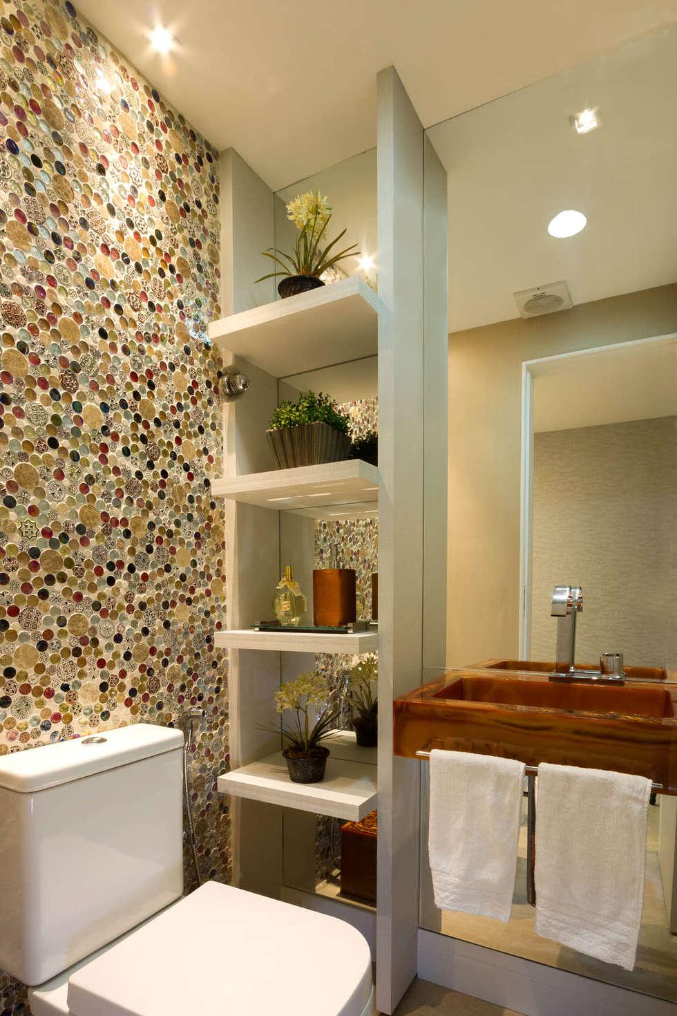 Baños de estilo clásico por Cris Nunes Arquiteta