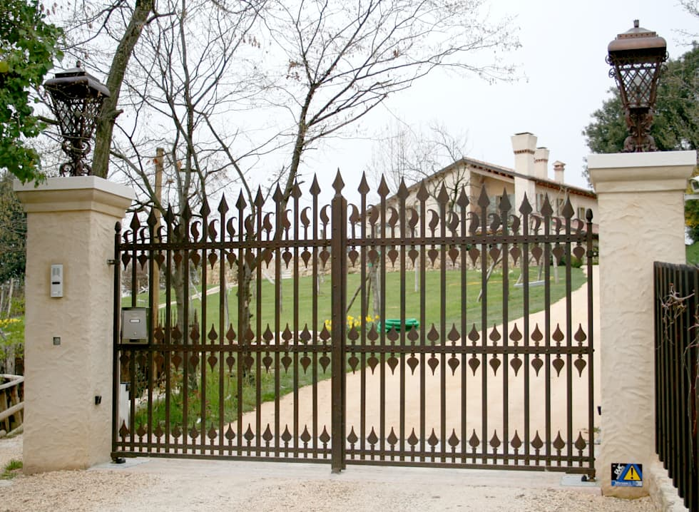 VILLI ZANINI - Restauro Abitazione - Asolo (TV) - 07: Case in stile in stile Classico di Villi Zanini - Wrought Iron Art