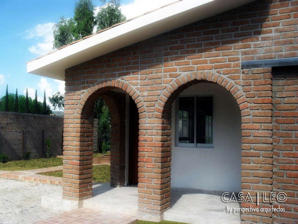 Casa LEO: Casas de estilo ecléctico por Perspectiva Arquitectos México