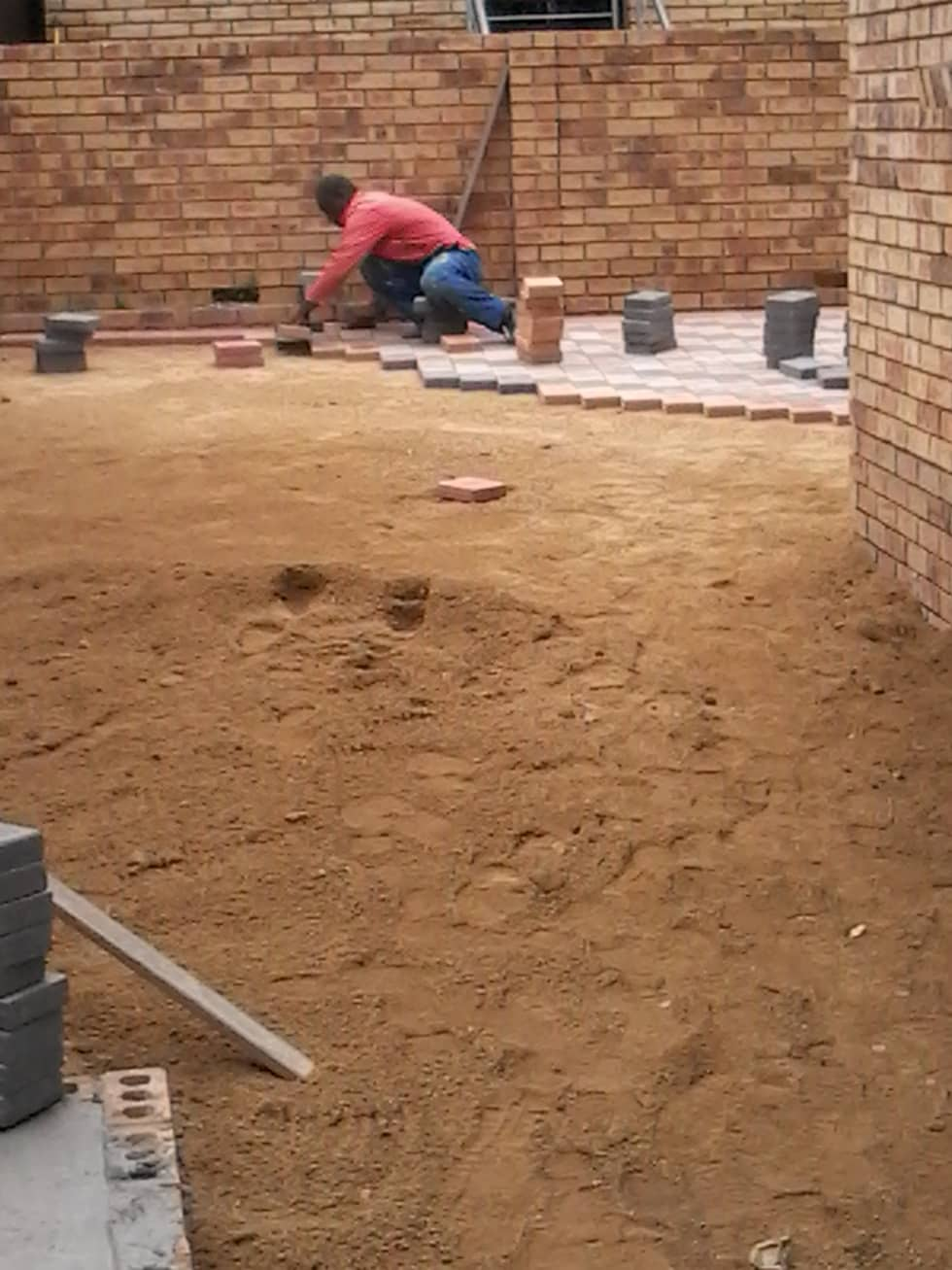 Bricklaying on empty section: industrial Houses by Nozipho Construction