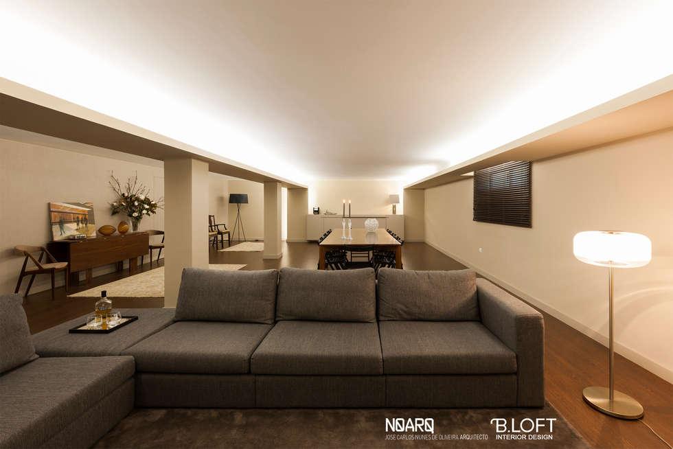 Espaço de Estar: Salas de estar clássicas por B.loft