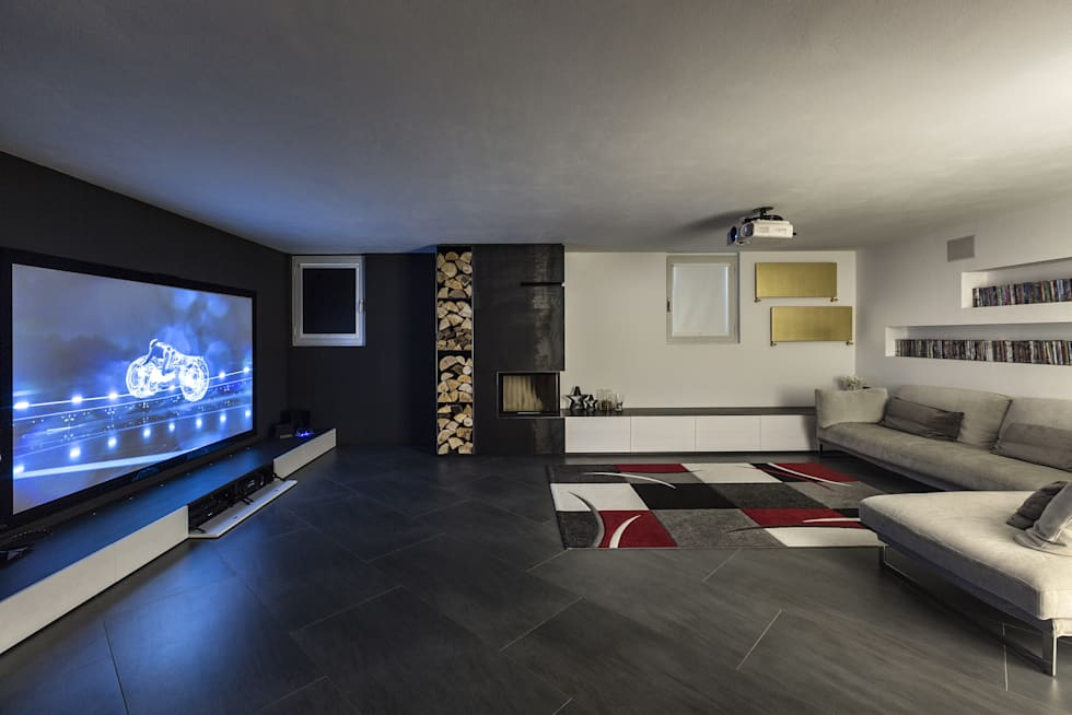 Taverna Home Theatre: Sala multimediale in stile  di Elia Falaschi Photographer