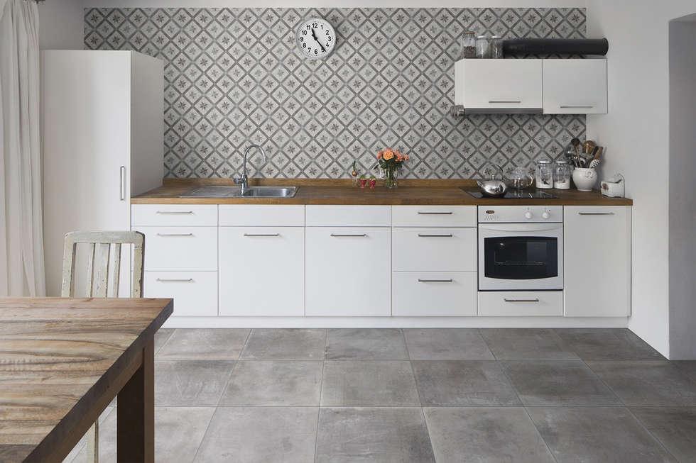 Gres effetto cemento grigio - AT 1002: Soggiorno in stile in stile Industriale di ItalianGres