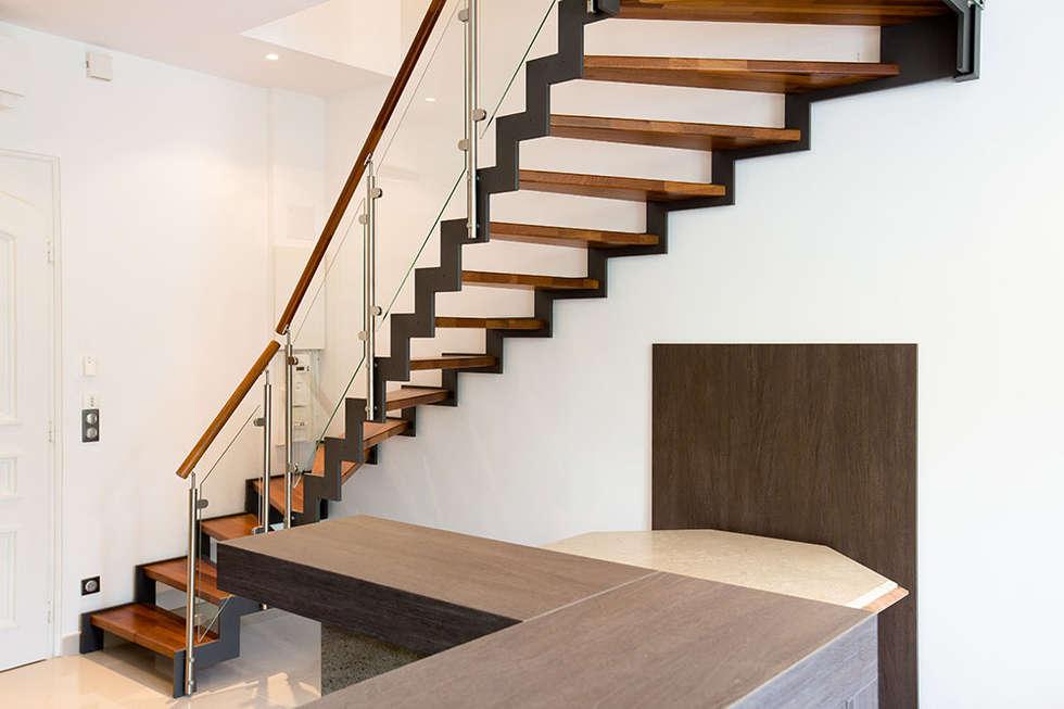 Escalier métal: Couloir et hall d'entrée de style  par Passion Bois