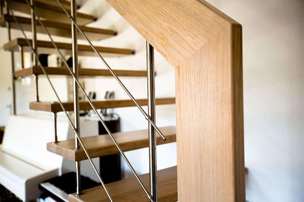 Main courante: Couloir et hall d'entrée de style  par Passion Bois