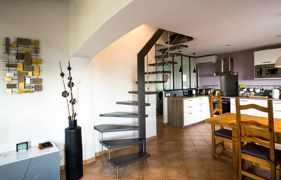 Escalier gris: Couloir et hall d'entrée de style  par Passion Bois
