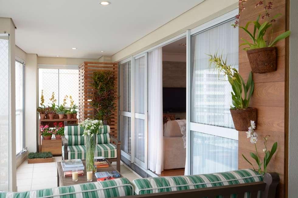 Varanda de Apartamento - Eduardo Luppi: Terraços  por Eduardo Luppi Paisagismo Ltda.