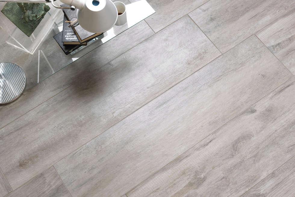 Gres porcellanato effetto legno bianco - TI 1000: Camera da letto in stile in stile Classico di ItalianGres