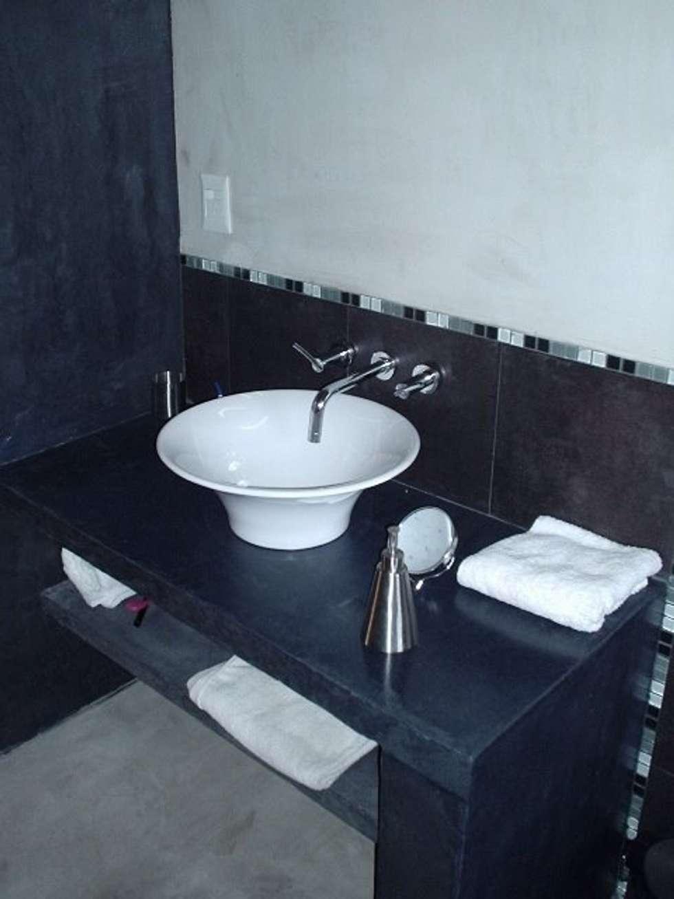 Baño en casa nueva I: Baños de estilo moderno por AyC Arquitectura