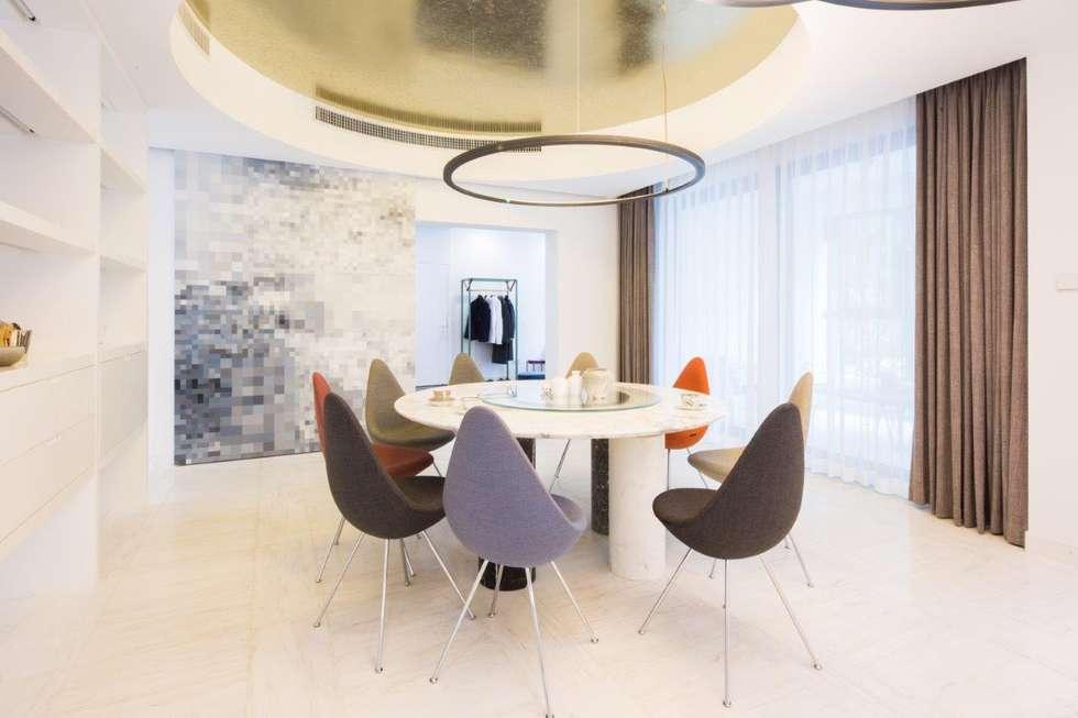 Sala da pranzo in stile in stile Moderno di Kreoo