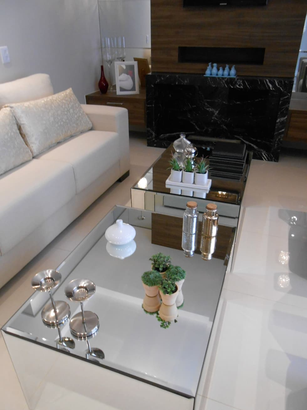 classic Living room by Mariana Von Kruger Emme Interiores