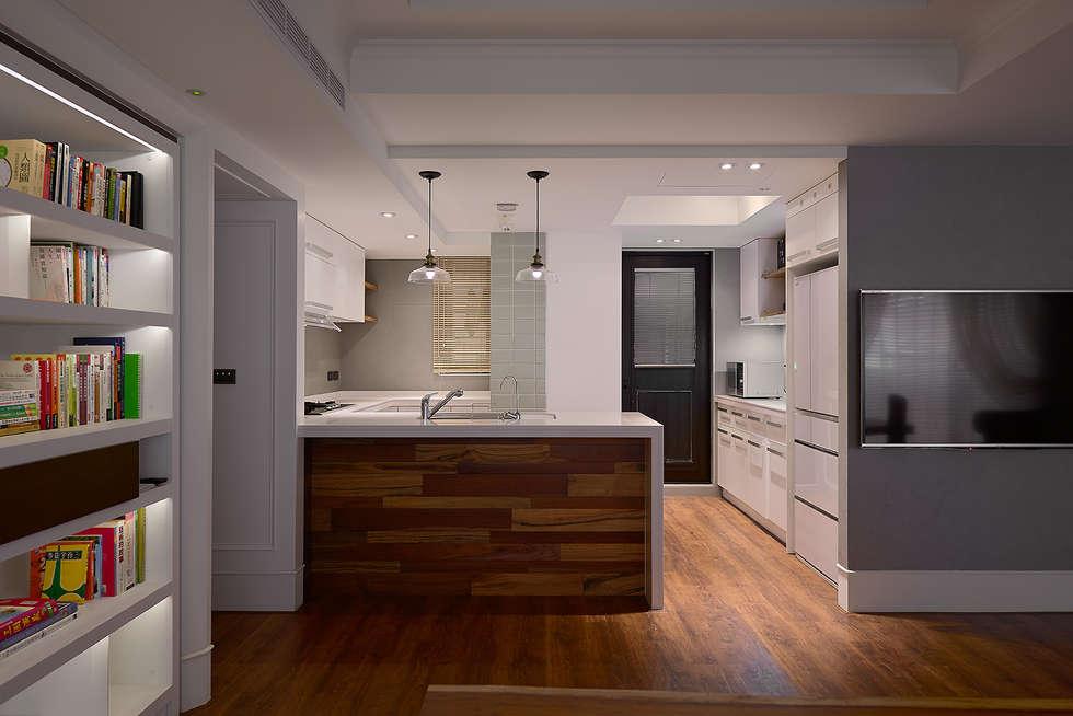 北歐摩登樓中樓輕混搭:  廚房 by AIRS 艾兒斯國際室內裝修有限公司