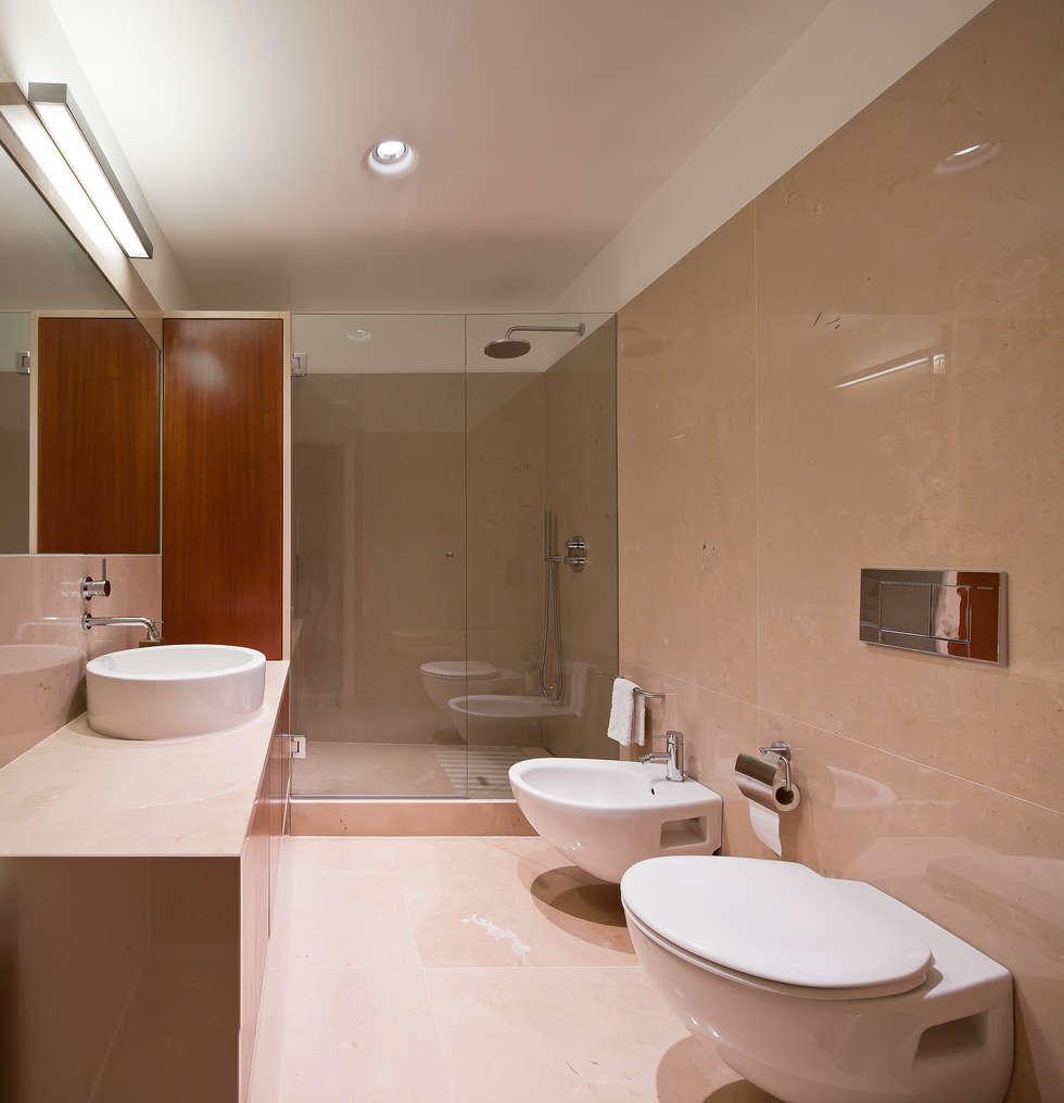 Bagno in stile in stile Minimalista di FMO ARCHITECTURE