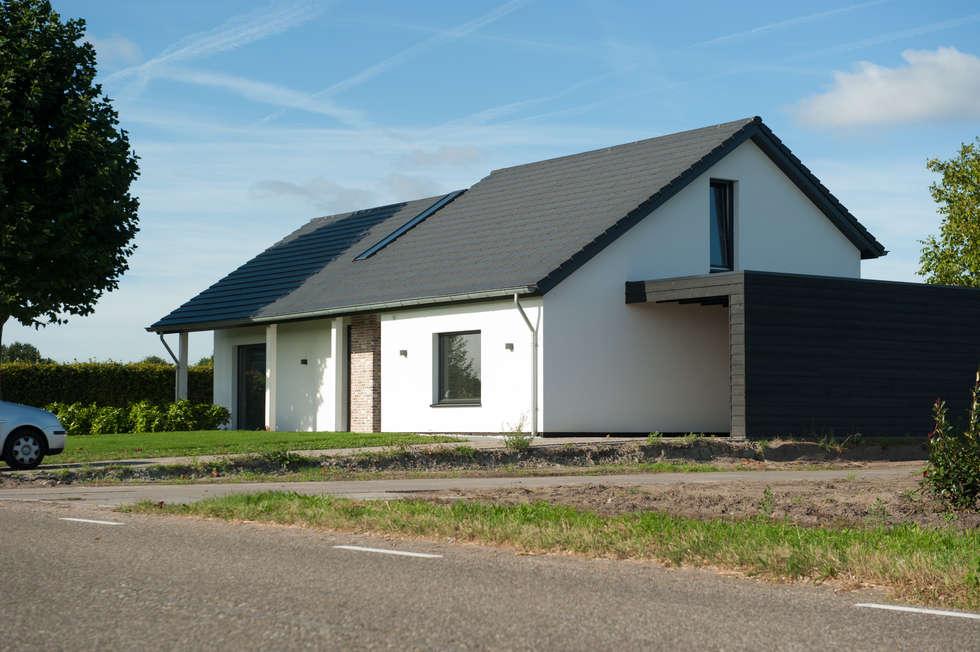 woonhuis Berkel-Enschot: industriële Woonkamer door Jan Couwenberg Architectuur