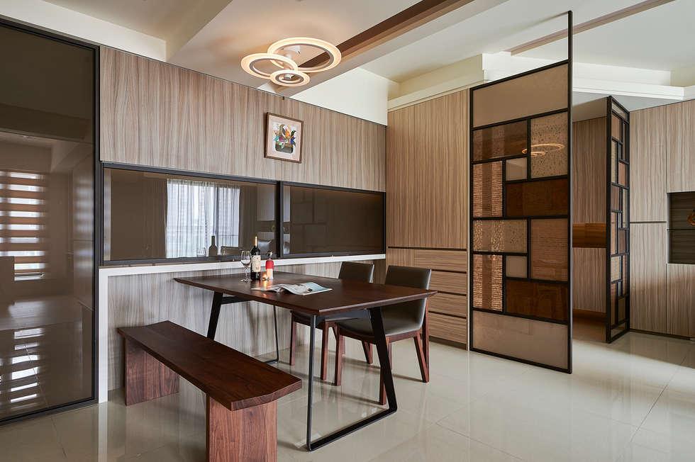 活動拉門賦予廚房隔間自主性:  廚房 by 青瓷設計工程有限公司