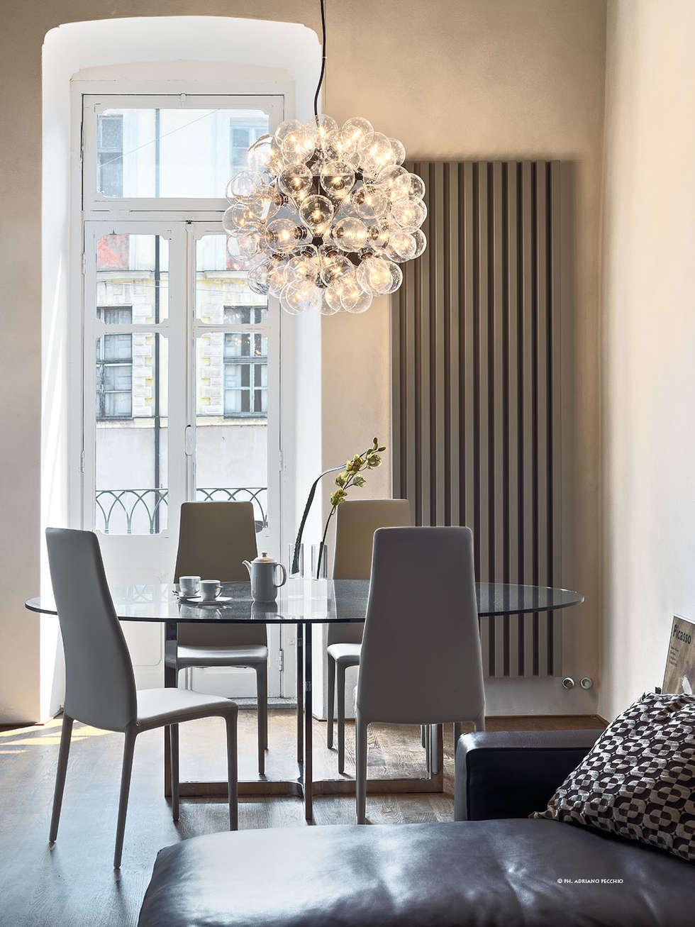 Appartamento in centro storico: Sala da pranzo in stile in stile Moderno di studio antonio perrone architetto