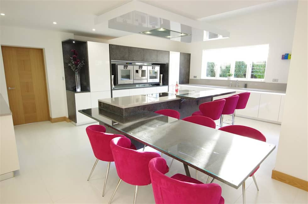 A modern design with quirky features: modern Kitchen by PTC Kitchens