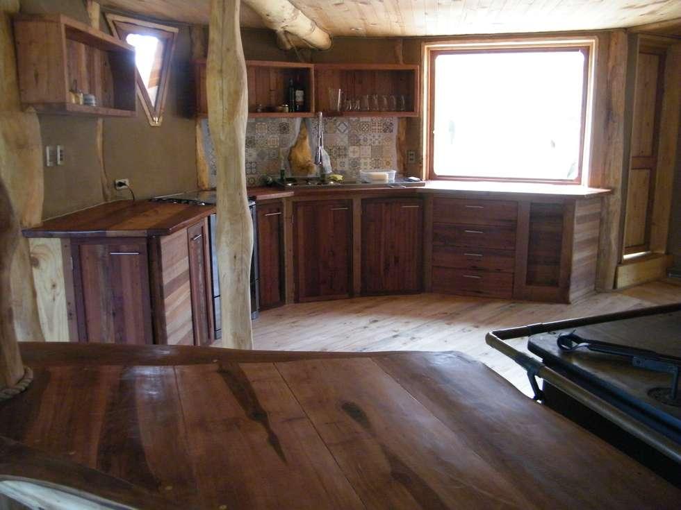Fotos de cocinas de estilo rústico : casa sol en rari   homify