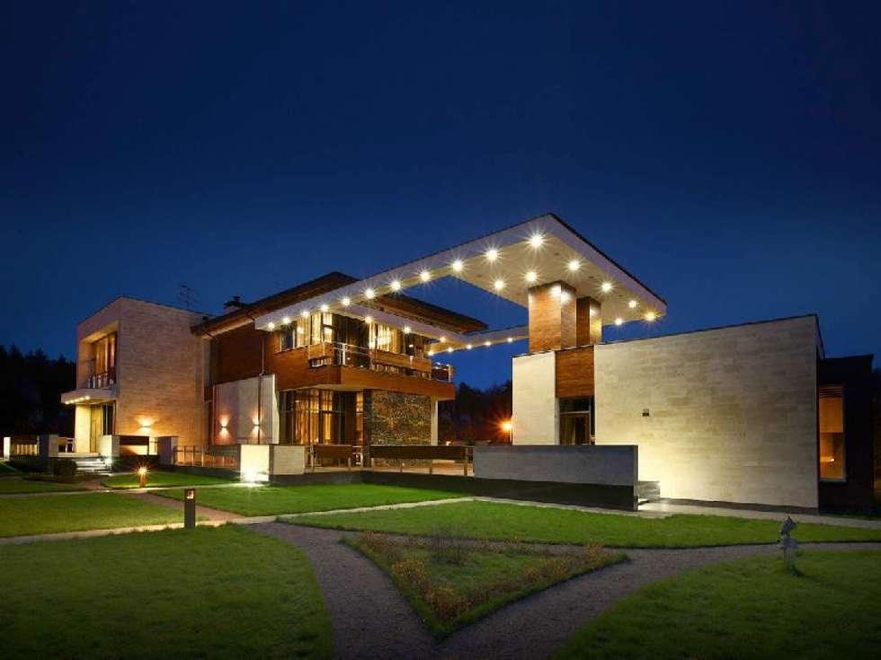 Luxurious Home : modern Houses by Ndiweni Architecture