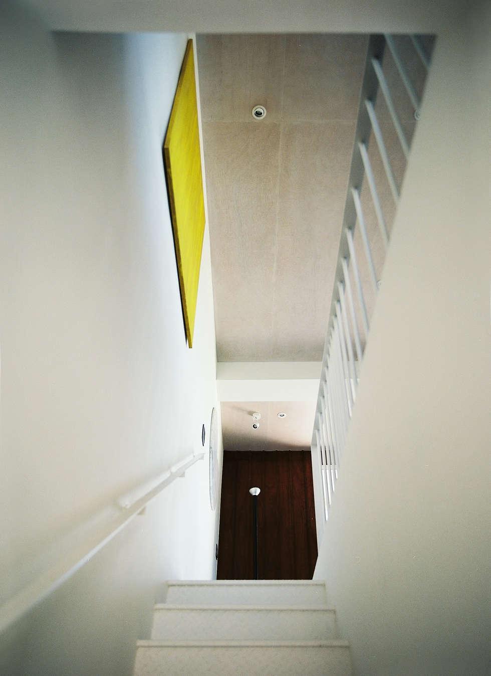 Stairs:  走廊 & 玄關 by 鄭士傑室內設計
