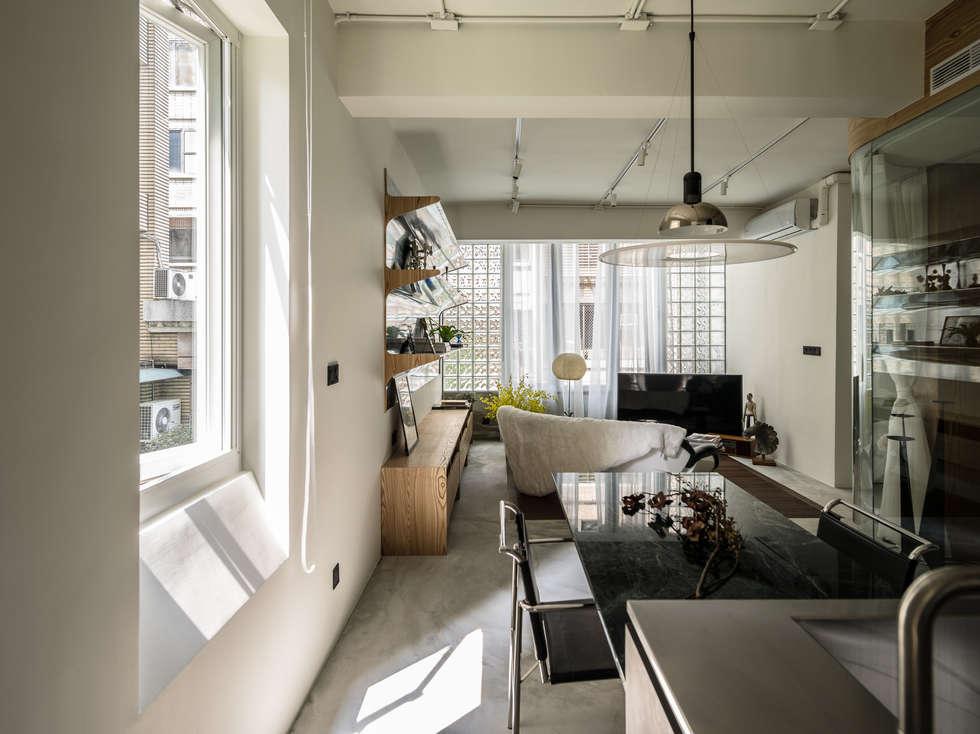 Kitchen + Dining Room + Living Room:  廚房 by 鄭士傑室內設計