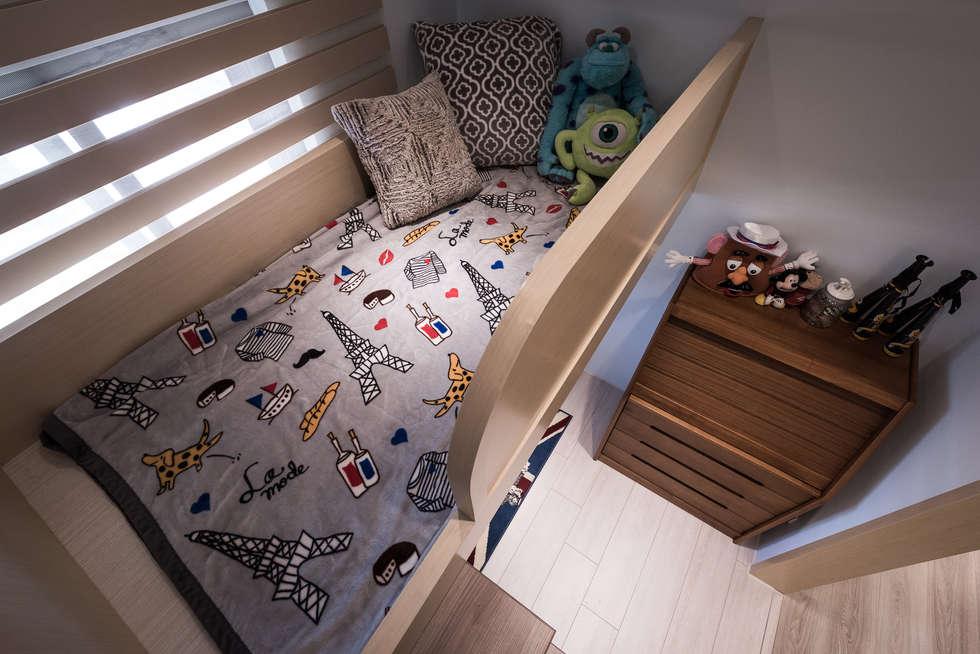 挑高睡眠區:  臥室 by 你你空間設計