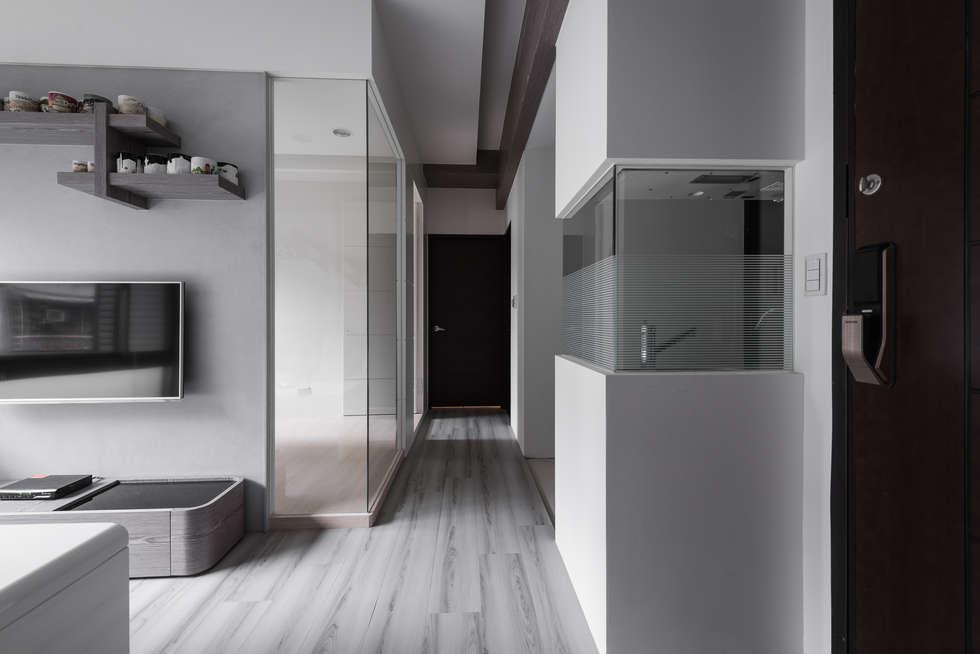 穿透視野:  走廊 & 玄關 by 你你空間設計