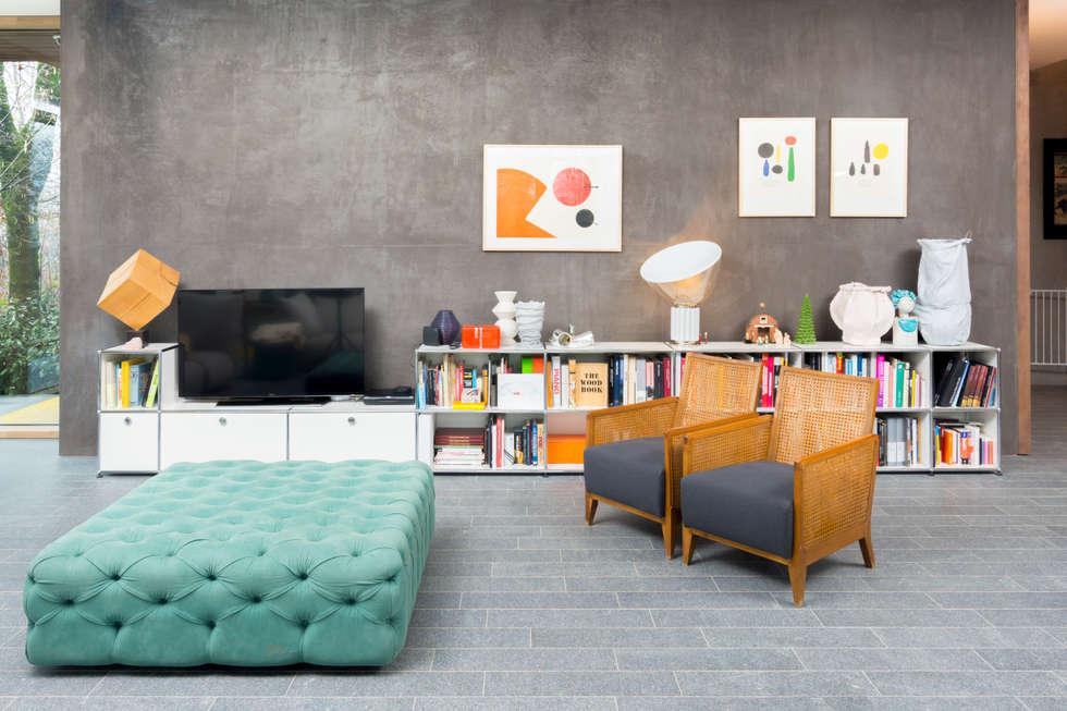Living: Soggiorno in stile in stile Moderno di Moretti MORE