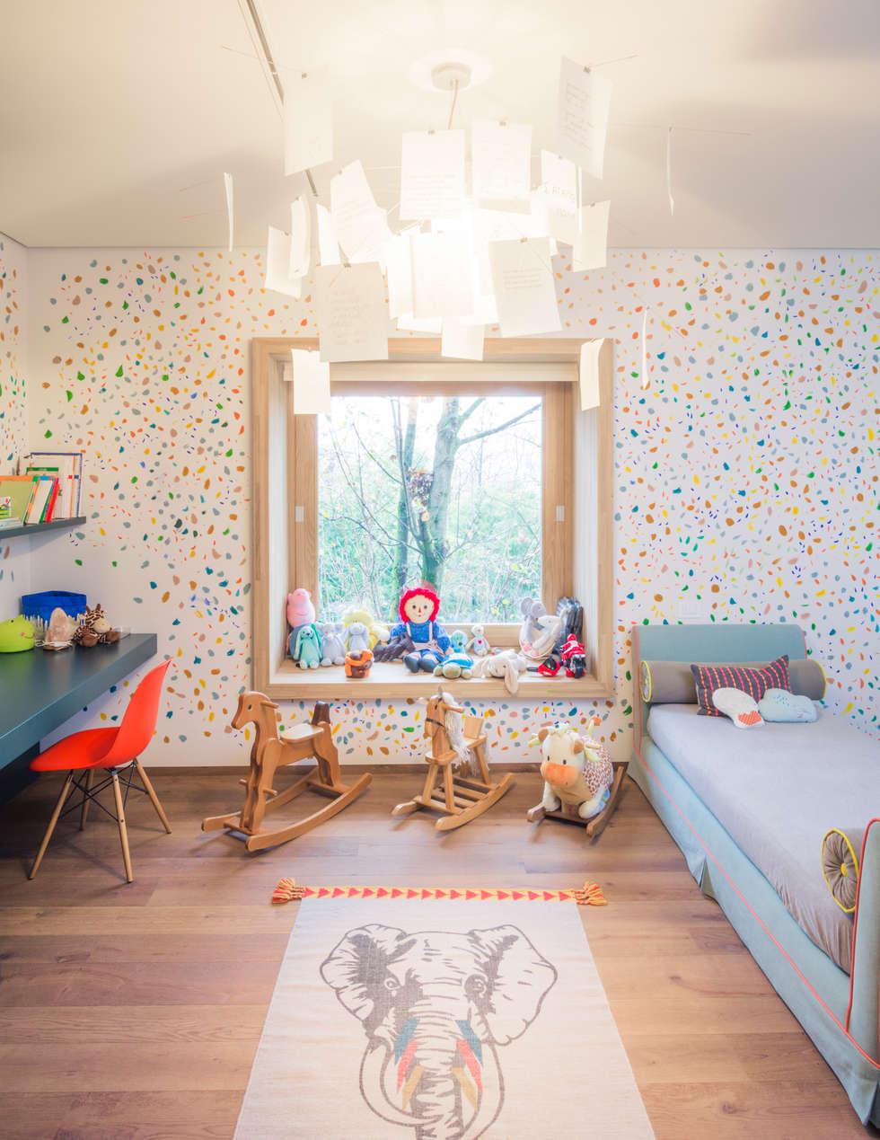 Cameretta dei Bambini: Stanza dei bambini in stile in stile Moderno di Moretti MORE