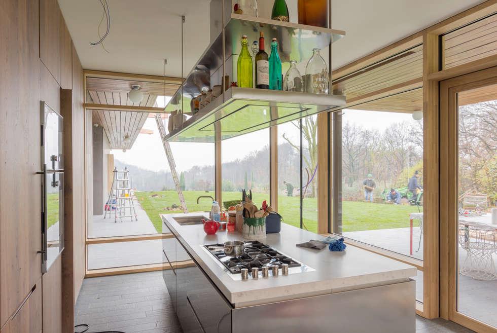 Cucina: Cucina in stile in stile Moderno di Moretti MORE