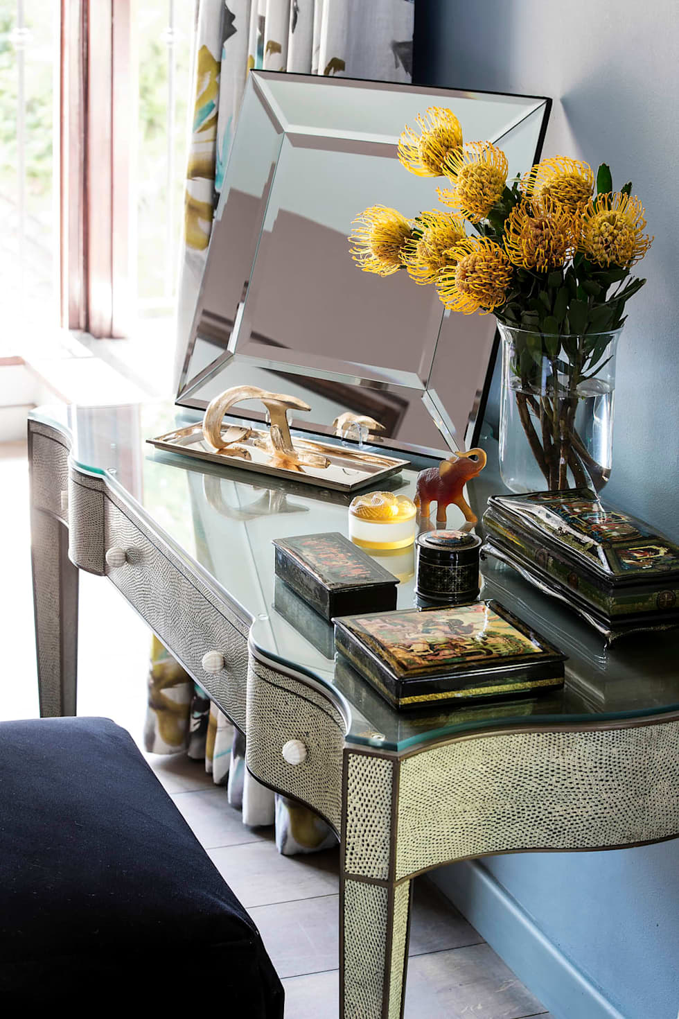 Master Suite Dressing Table:  Hotels by W Cubed Interior Design