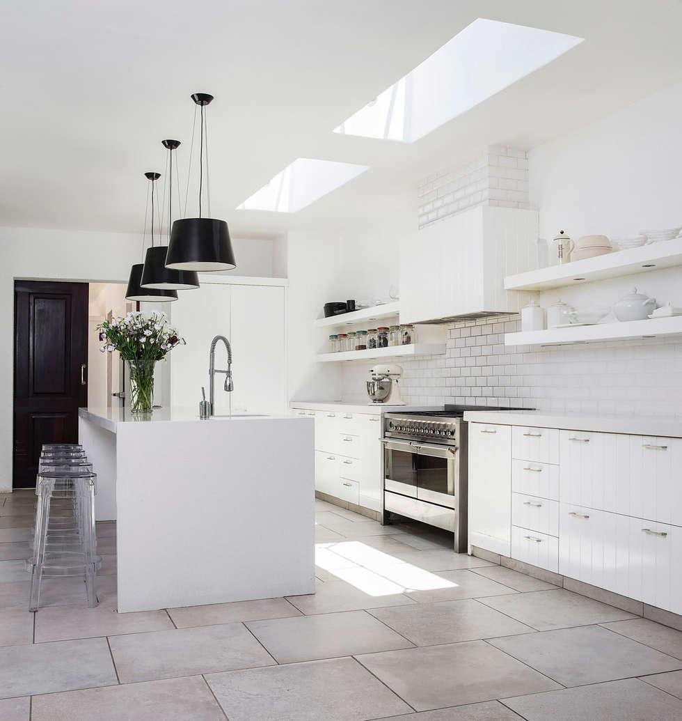 Chefs Kitchen: classic Kitchen by W Cubed Interior Design