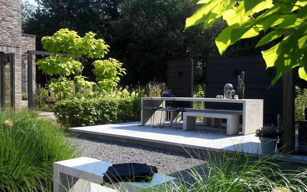 Stoer terras met modern meubilair moderne tuin door stoop tuinen