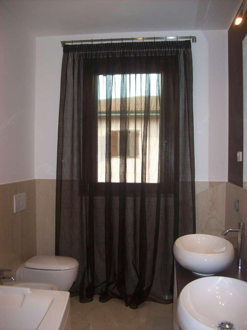 tende e veneziane: Bagno in stile in stile Industriale di zinesi design