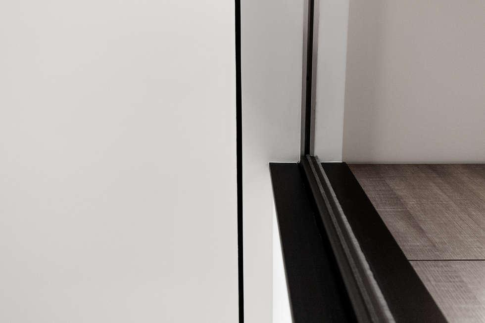 BRAVO INTERIOR DESIGN & DECO    SIMPLY STYLE:  牆面 by 璞碩室內裝修設計工程有限公司