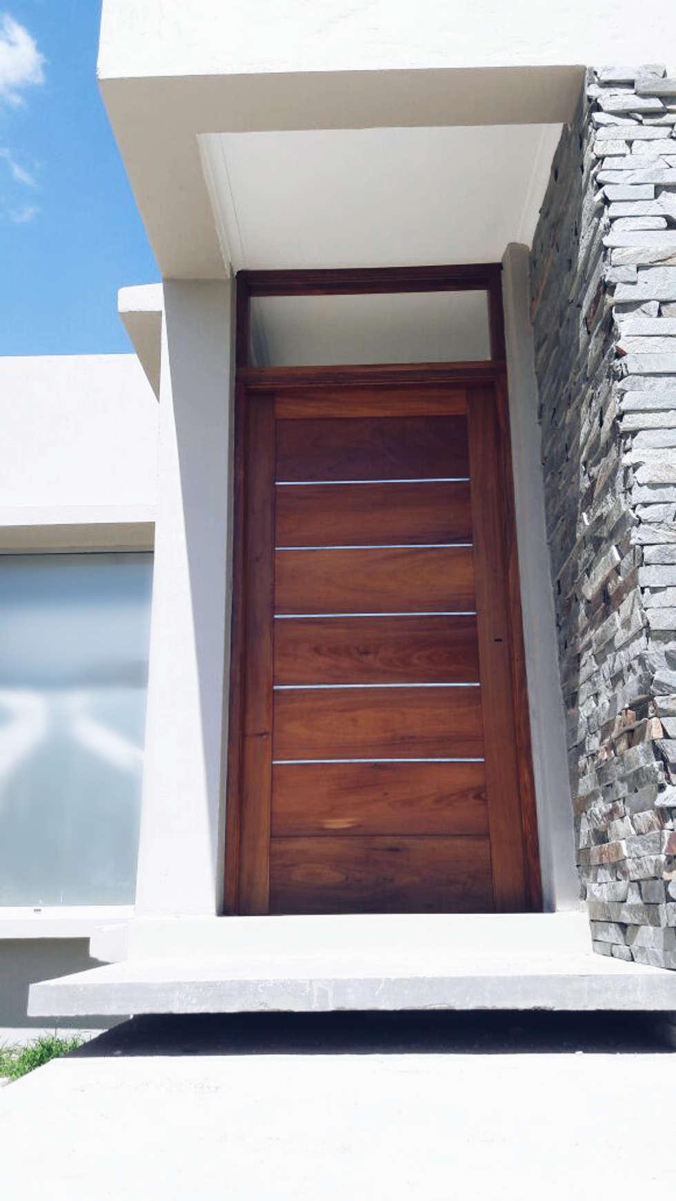 Puerta Ingreso: Casas de estilo minimalista por VHA Arquitectura