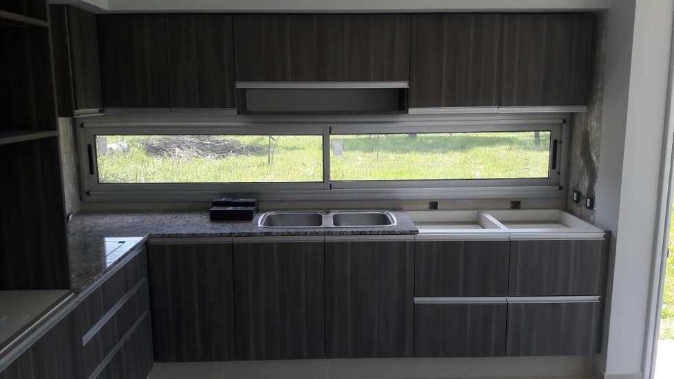 Detalles : Cocinas de estilo minimalista por VHA Arquitectura