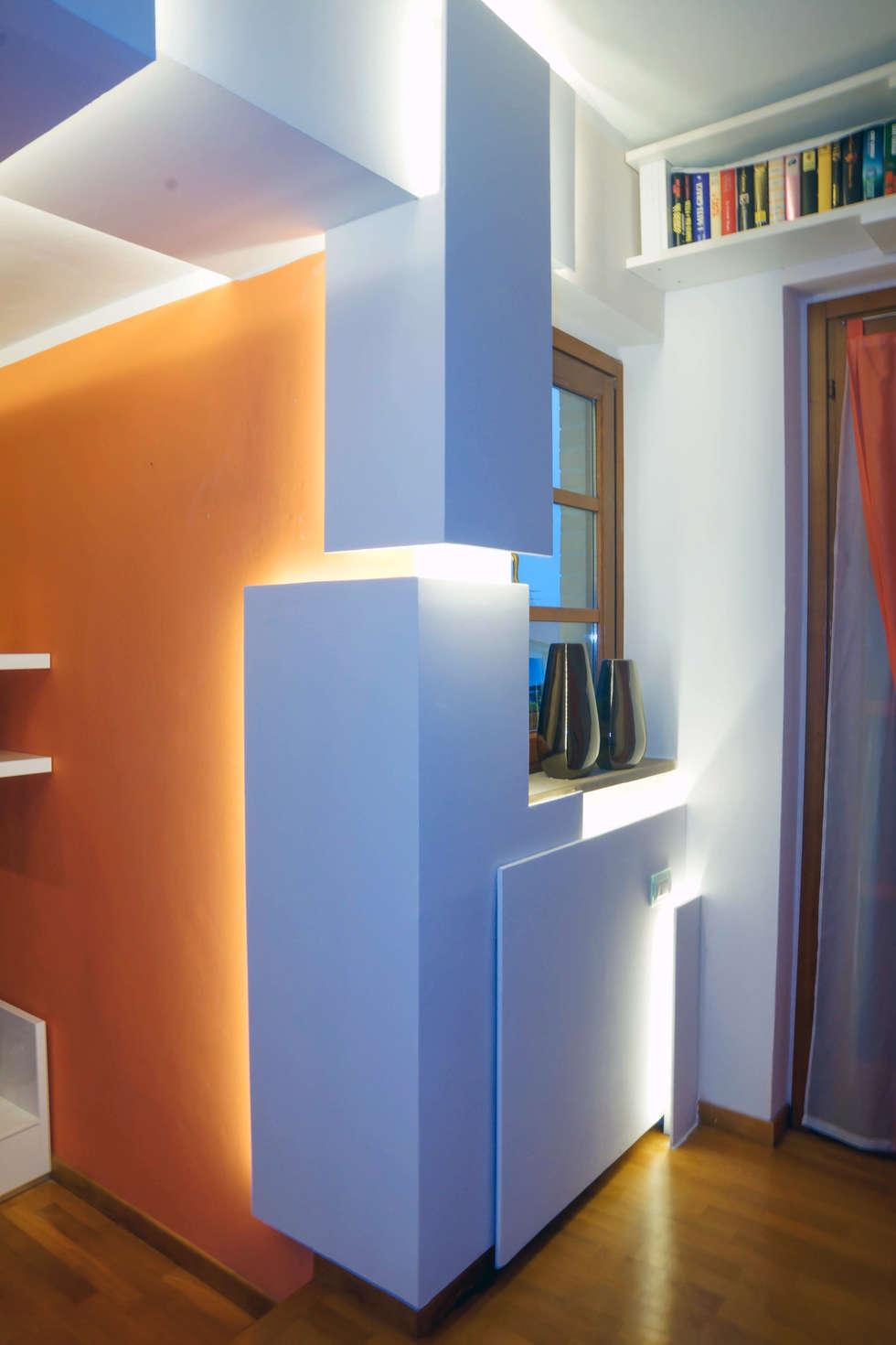 """"""" The Love - The Sculpture"""": Soggiorno in stile in stile Minimalista di LB Design e Allestimenti"""