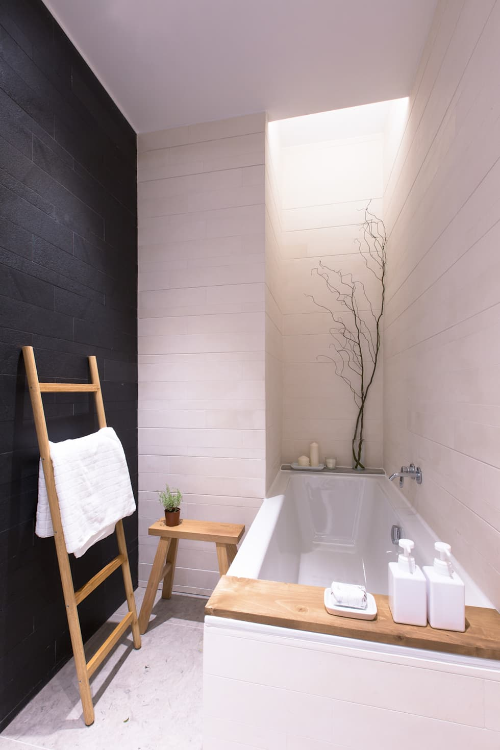 It's All Wet: modern Bathroom by Sensearchitects Limited