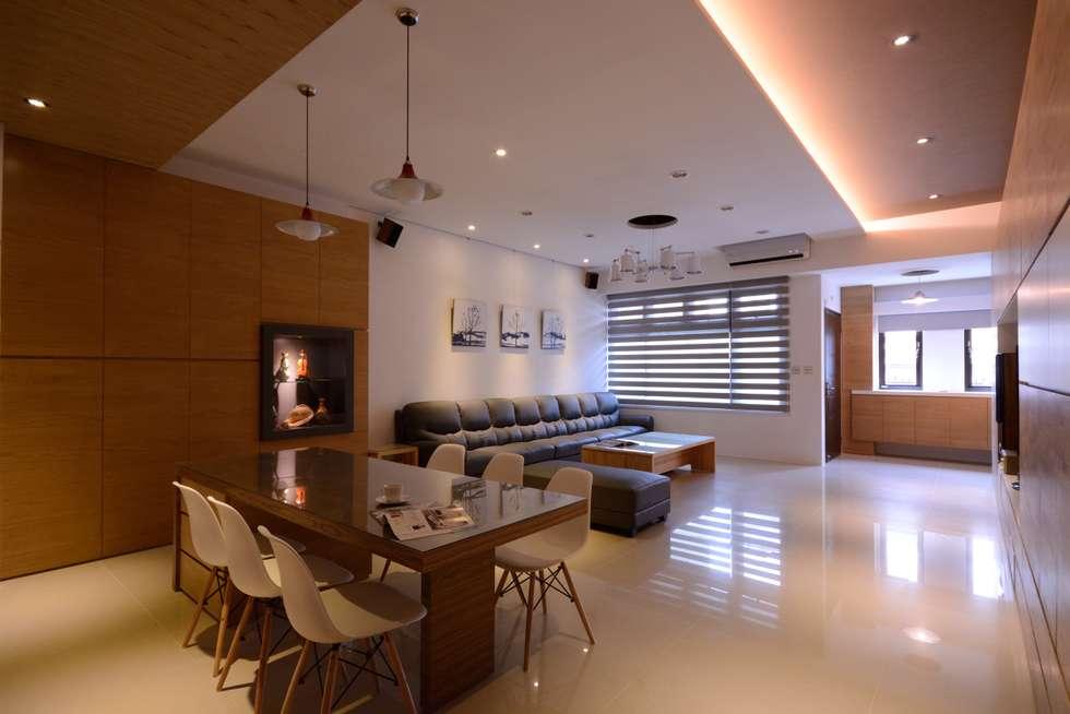 別墅設計多元木大塊空間意象:  客廳 by 瓦悅設計有限公司