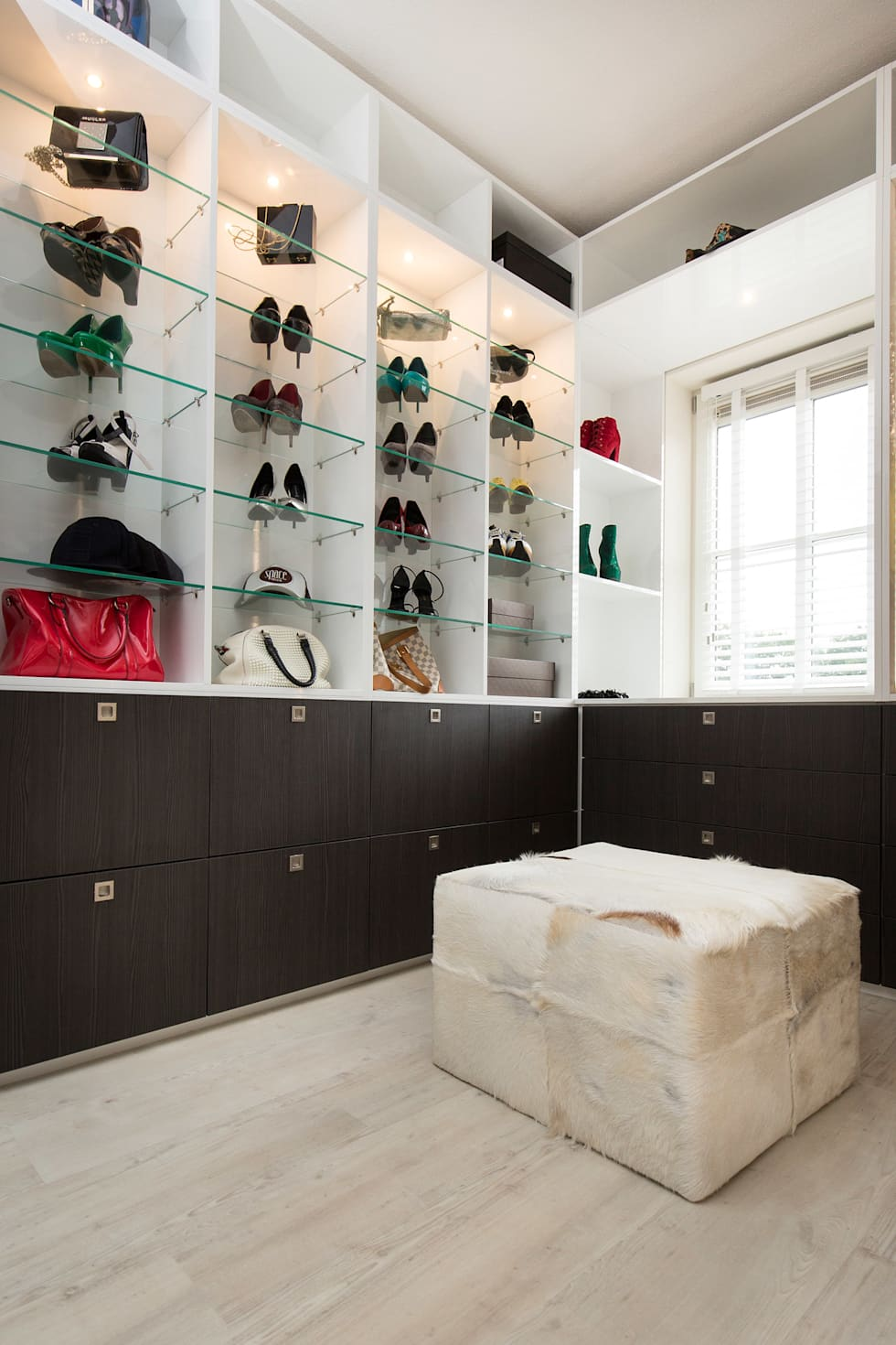 classic Dressing room by Sooph Interieurarchitectuur