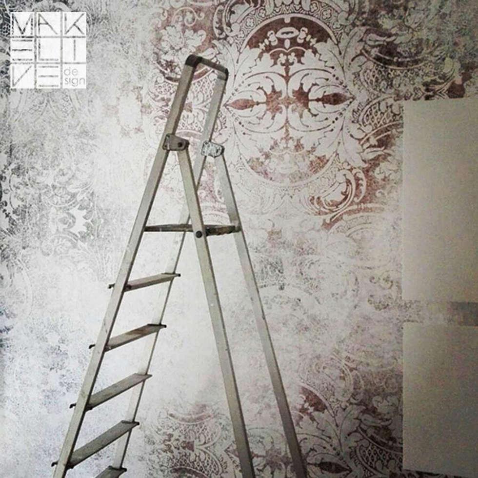 Rivestimento parete con carta da parati vinilica: Camera da letto in stile in stile Minimalista di MakeLiveDesign