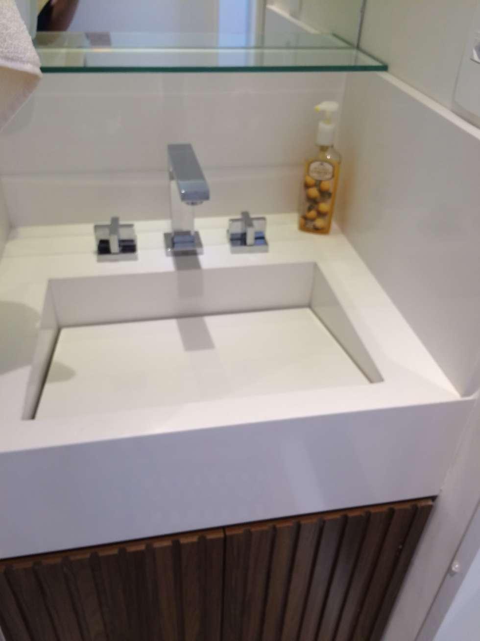 Casas de banho modernas por LILIAN FUGITA ARQUITETURA