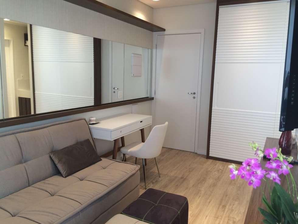 Salas de estar modernas por LILIAN FUGITA ARQUITETURA