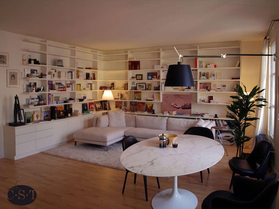 Bibliothèque en angle, laquée: Salon de style de style Minimaliste par La C.S.T