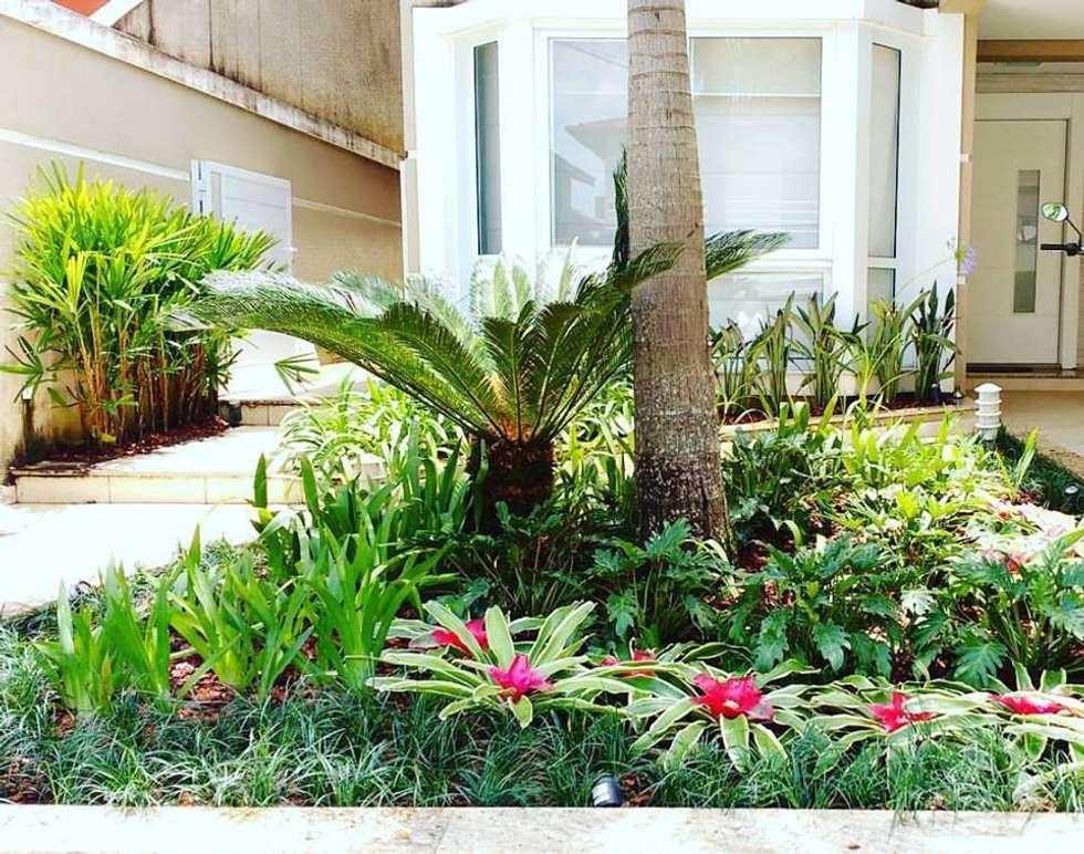Reforma Paisagística Jardim Fachada: Jardins Tropicais Por Amaria  Gonçalves   Home Garden | Feng